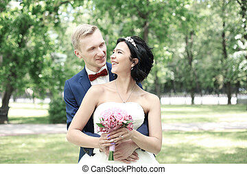 portrait, couple, park., fond, heureux