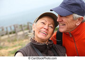 portrait, couple, personne agee, randonnée, jour