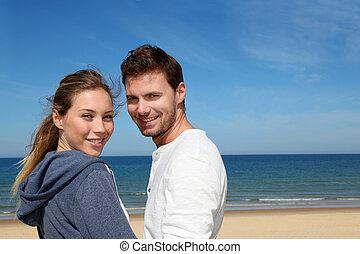 portrait, couple, plage, heureux