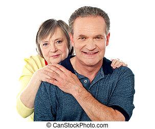 portrait, couple, vieilli, sourire heureux