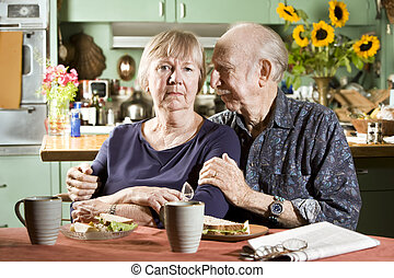 portrait, couples aînés, inquiété