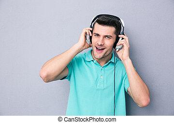 portrait, de, a, désinvolte, homme, dans, écouteurs