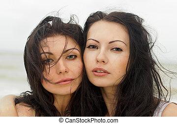 portrait, de, a, deux, jeunes femmes