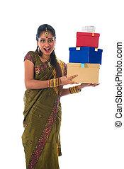 portrait, de, a, femme, dans, traditionnel, saree, tenue, dons, et, sourire