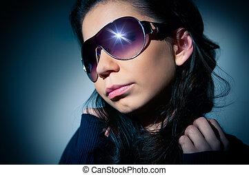 portrait, de, a, jeune fille, dans, lunettes soleil
