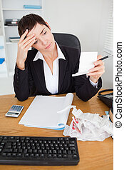 portrait, de, a, sérieux, comptable, vérification, recettes