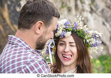 portrait, de, a, sot, girl, dans, a, couronne, de, fleurs, côté, elle, avenir, mari
