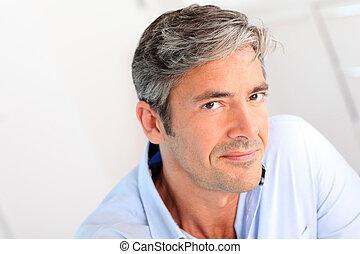 portrait, de, beau, 40-year-old, homme