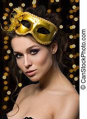 portrait, de, beau, jeune femme, porter, doré, masque partie
