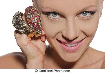 portrait, de, belle femme, à, bracelets