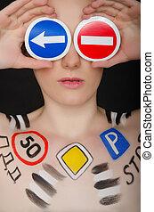 portrait, de, belle femme, à, circulation signe