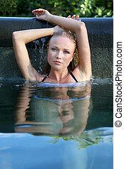 portrait, de, belle femme, dans, eau