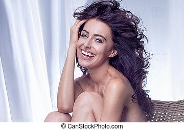 portrait, de, brunette, femme souriant