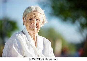 portrait, de, femme aînée
