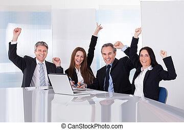 portrait, de, heureux, businesspeople