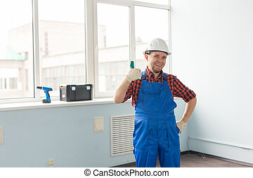 portrait, de, heureux, constructeur, homme, rire, et, confection, pouces haut, appareil-photo, dans, blanc, casque