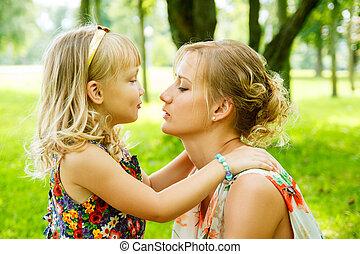portrait, de, heureux, mère bébé, girl