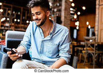 portrait, de, jeune, beau, homme, dans, chemise bleue