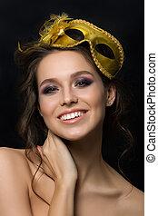 portrait, de, jeune, belle femme, porter, doré, masque partie