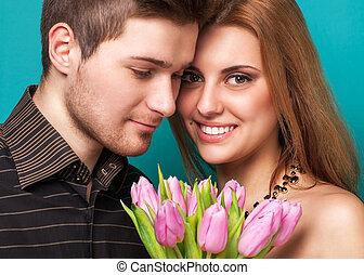 portrait, de, jeune couple, amoureux, poser, à, studio,...