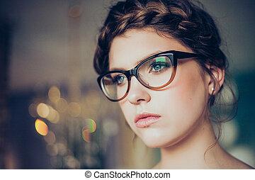 portrait, de, jeune femme, portant lunettes e98869b8e80d