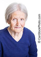 portrait, de, personne agee, dame, chercher a appareil-photo