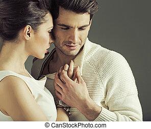 portrait, de, séduisant, couple, amoureux, pose