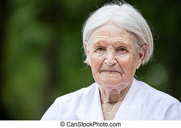 portrait, de, sourire, femme aînée