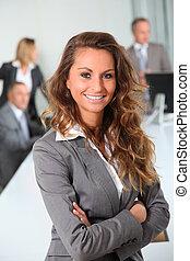 portrait, de, sourire, femme affaires, dans, bureau