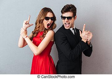 portrait, de, une, furieux, jeune couple, habillé, dans, usage formel