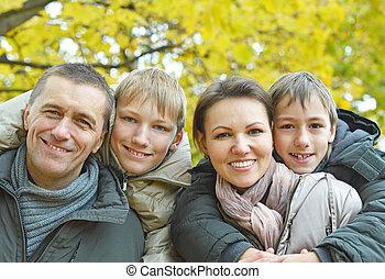 portrait, famille heureuse