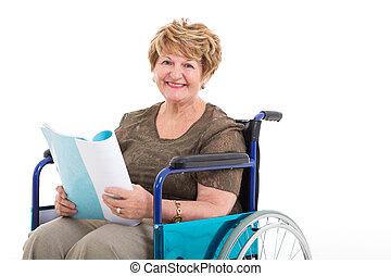 portrait, fauteuil roulant, personne âgée femme