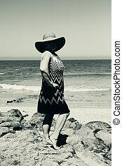 portrait, femme aînée, plage