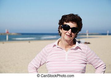 portrait, femme aînée, rivage