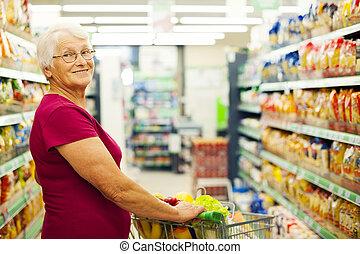 portrait, femme aînée, supermarché