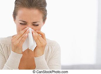 portrait, femme, jeune, soufflant nez