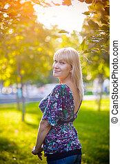 portrait, femme, parc