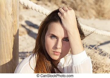 portrait, femme, plage