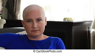 portrait femme, sourire, cancer