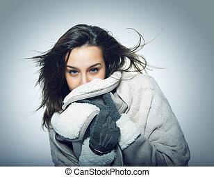 portrait fille, à, cheveux vol, et, habillement hiver