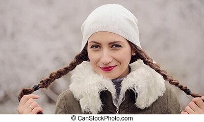 portrait, flirter, femme, hiver