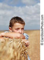 portrait, garçon, rural, fond
