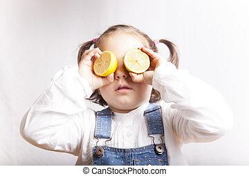 portrait, girl, citron, jouer, heureux