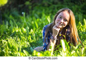 portrait, grass., teen-girl, mensonge