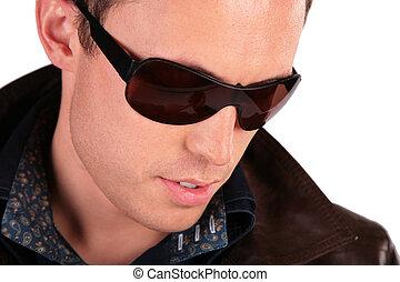 portrait, gros plan, lunettes soleil, homme
