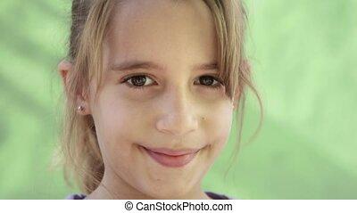 portrait, heureux, girl, jeune enfant