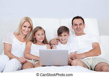 portrait, heureux, lit, famille, séance