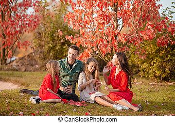 portrait, heureux, quatre, famille, automne