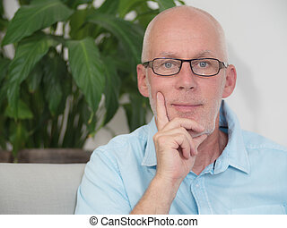 portrait, homme, deux âges, lunettes