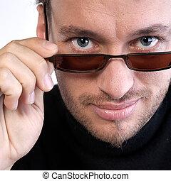 portrait, homme, lunettes soleil, jeune adulte
